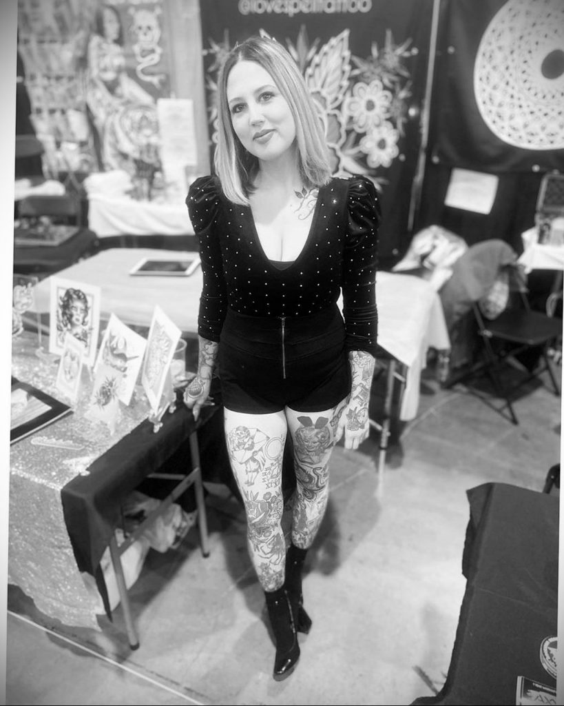 Хозяйка тату салона – Кэти Макгоуэн – инста – @katietattoos - Фото мастера для сайта tatufoto.com 1