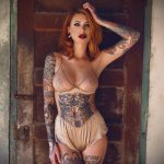 @chelseagabriellee - Красивая девушка с татуировками на карантине во время эпидемии COVID-19 для tatufoto.com 9