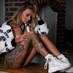 @ericliyahkane - Красивая девушка с татуировками на карантине во время эпидемии COVID-19 для tatufoto.com 3