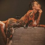 @ericliyahkane - Красивая девушка с татуировками на карантине во время эпидемии COVID-19 для tatufoto.com 7