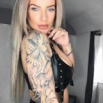 @hollyjgm16 - Красивая девушка с татуировками на карантине во время эпидемии COVID-19 для tatufoto.com 10