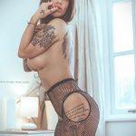 @hollyjgm16 - Красивая девушка с татуировками на карантине во время эпидемии COVID-19 для tatufoto.com 3