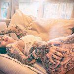 @indacosuicide - Красивая девушка с татуировками на карантине во время эпидемии COVID-19 для tatufoto.com 6