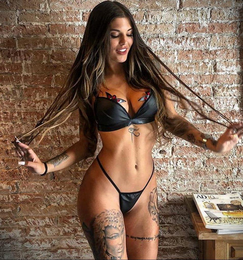 @nuria.mh - Красивая девушка с татуировками на карантине во время эпидемии COVID-19 для tatufoto.com 8