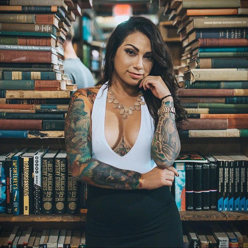 saint_t_ – фото сексуальной девушки модели с татуировками для сайта tatufoto.com - фото 23