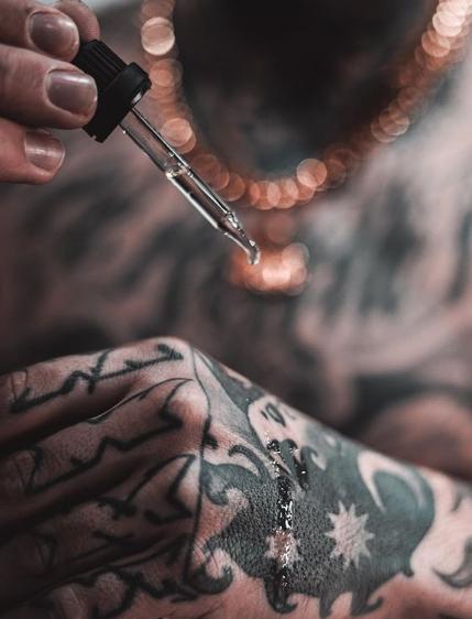 Как ухаживать за свежей татуировкой - фото пример 1