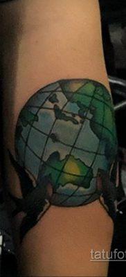 Фото татуировки з планетой Земля 22.04.2020 №085 -planet earth tattoo- tatufoto.com