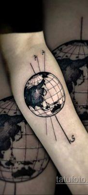 Фото татуировки з планетой Земля 22.04.2020 №098 -planet earth tattoo- tatufoto.com