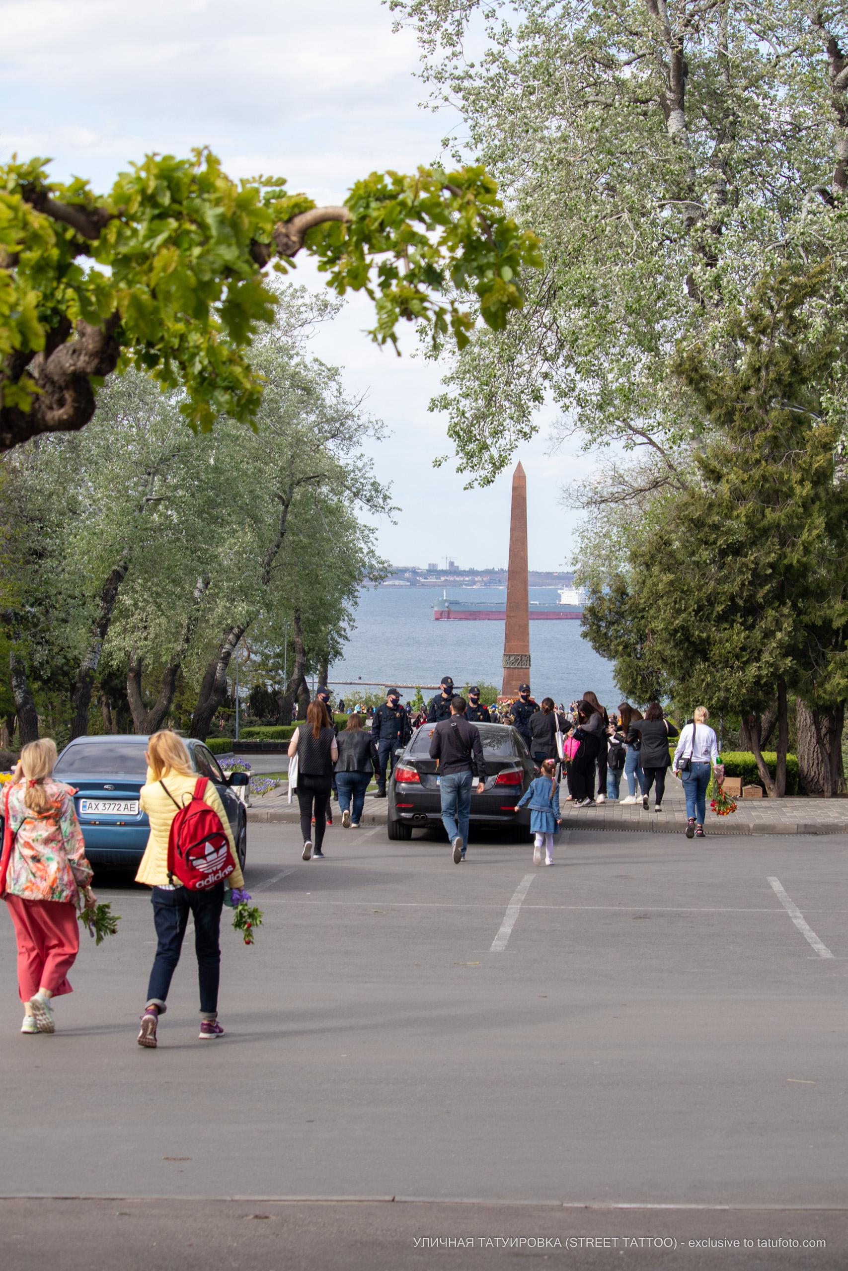 Возложение цветов 9 мая в Одессе – 09.05.2020 - Уличная татуировка (Street tattoo) – tatufoto.com 1