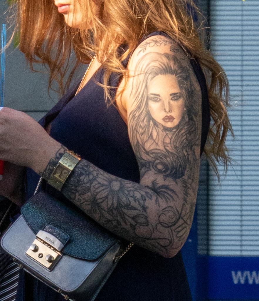 Татуировка с портретом в рукаве на левой руке девушки - - Уличная татуировка (Street tattoo) № 03 – 11.05.2020 для tatufoto.com 2