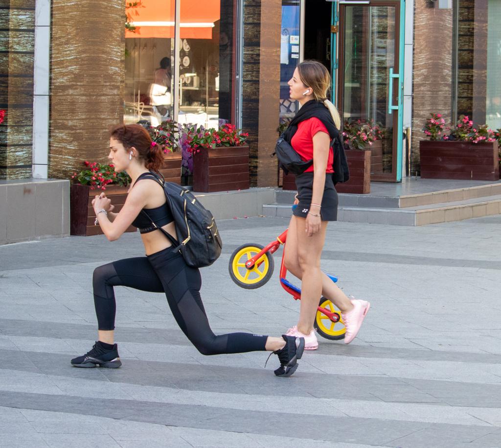 Фото девушек которые тренируются на улице и делают выпады - Уличная татуировка (Street tattoo) № 03 – 11.05.2020 для tatufoto.com 1