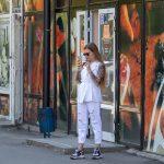 Фото девушки с тату рукавами – лев с голубыми глазами и крылья – 09.05.2020 - Уличная татуировка (Street tattoo) – tatufoto.com 3