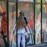 Фото девушки с тату рукавами – лев с голубыми глазами и крылья – 09.05.2020 - Уличная татуировка (Street tattoo) – tatufoto.com 8