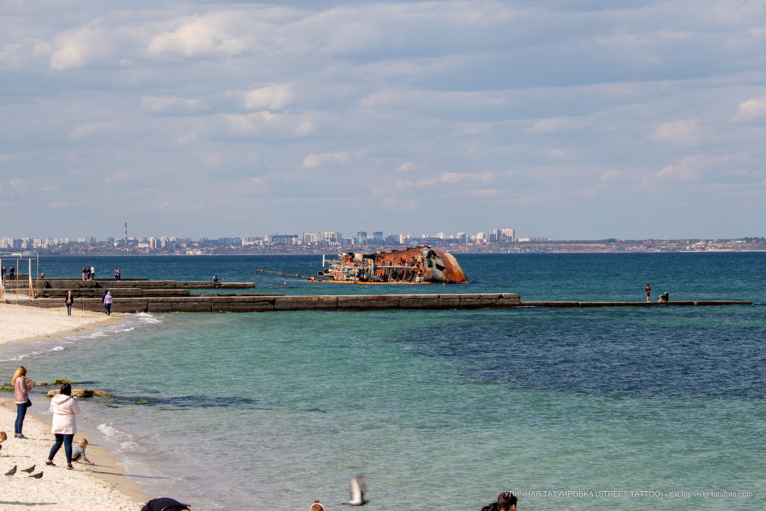 Фото затонувшего судна вынесенного штормом на пляж – 09.05.2020 - Уличная татуировка (Street tattoo) – tatufoto.com 3