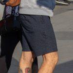 Фото олдскул тату на нижней части ноги парня с маяком и розой ветров – 05052020 – tatufoto.com 4