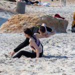 Фото парня и девушки которые борются в песке на пляже – 09.05.2020 - Уличная татуировка (Street tattoo) – tatufoto.com 2
