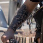 Фото татуировки с мандалой и вензелями с розой на руке у парня – 09.05.2020 - Уличная татуировка (Street tattoo) – tatufoto.com 4