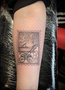 Фото татуировки с почтовой маркой 01.05.2020 №006 -postage stamp tattoo- tatufoto.com