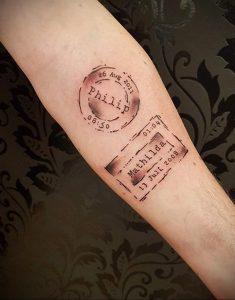 Фото татуировки с почтовой маркой 01.05.2020 №014 -postage stamp tattoo- tatufoto.com