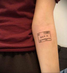 Фото татуировки с почтовой маркой 01.05.2020 №020 -postage stamp tattoo- tatufoto.com