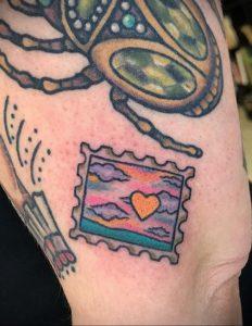 Фото татуировки с почтовой маркой 01.05.2020 №045 -postage stamp tattoo- tatufoto.com