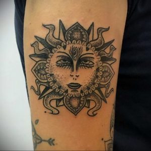Фото татуировки с солнцем 02.05.2020 №052 -sun tattoo- tatufoto.com