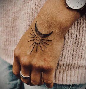 Фото татуировки с солнцем 02.05.2020 №056 -sun tattoo- tatufoto.com