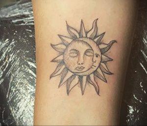 Фото татуировки с солнцем 02.05.2020 №063 -sun tattoo- tatufoto.com