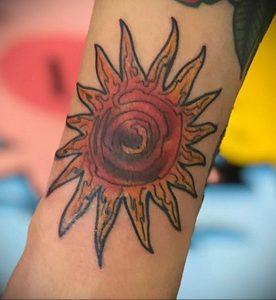 Фото татуировки с солнцем 02.05.2020 №096 -sun tattoo- tatufoto.com