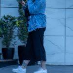 Фото татуировки с хризантемой контуром в нижней части ноги девушки – Уличная татуировка (Street tattoo) 05052020 – tatufoto.com 1