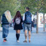 Фото тату на ногах парня с черепом и трезубцем – гербом Украины - Уличная татуировка (Street tattoo) 05052020 – tatufoto.com 1