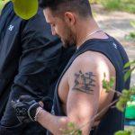 Фото тату с иероглифом на левом плече у парня – 09.05.2020 - Уличная татуировка (Street tattoo) – tatufoto.com 3