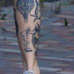 Фото хендпоук тату на ноге парня с коброй и приведением – 09.05.2020 - Уличная татуировка (Street tattoo) – tatufoto.com 5