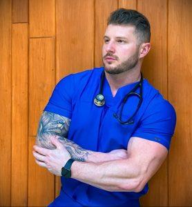 @jleofit_nurse – медработник с татуировкой – фото для tatufoto.com 6