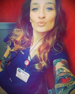 @qn_elizabeth_michelle_xox – медработник с татуировкой – фото для tatufoto.com 1