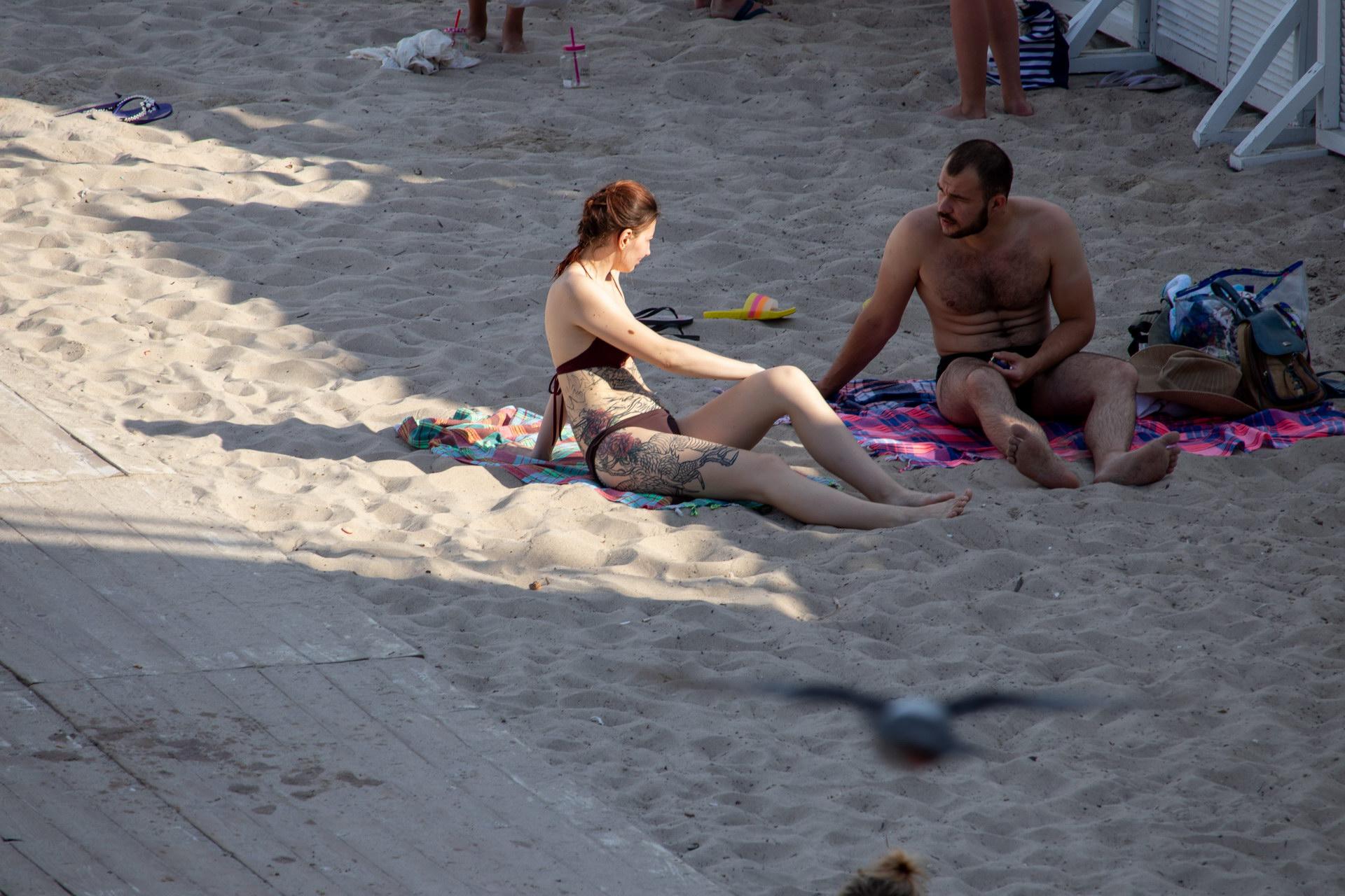 Большая неоконченная тату на ноге и животе девушки - street tattoo № 07 – 24.06.2020 – tatufoto.com 1