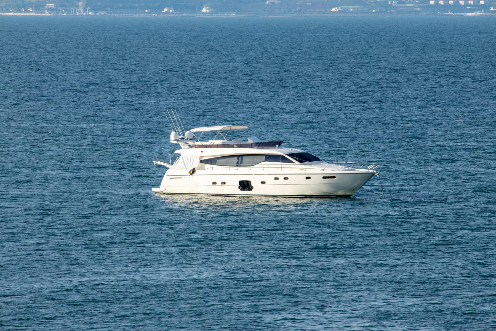 Маленькая белая яхта в черном море - street tattoo № 07 – 24.06.2020 – tatufoto.com