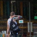 Парень на улице с красивыми тату на руках - Уличная татуировка (street tattoo) № 06 – 18.06.2020 – tatufoto.com 4