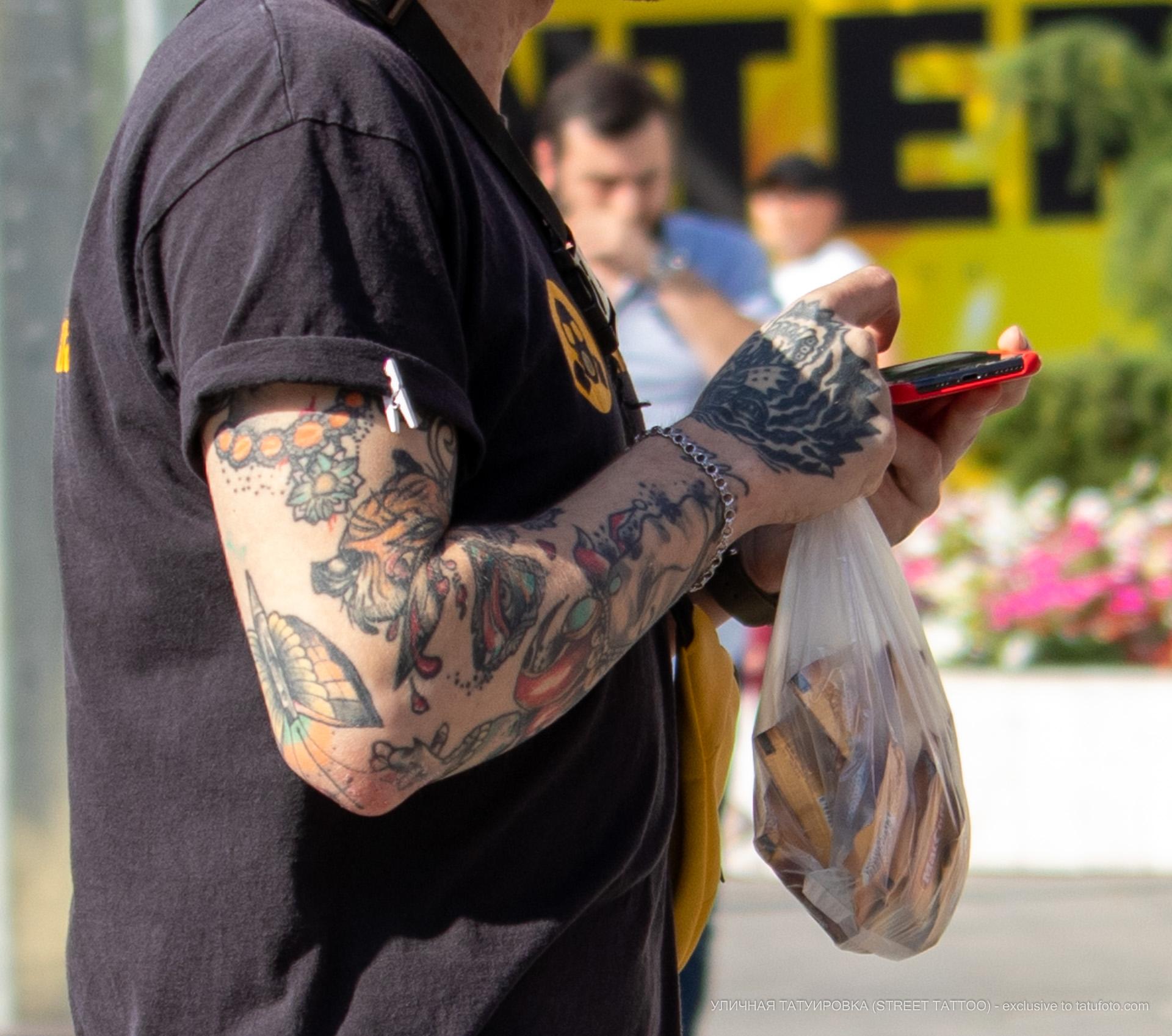 Парень с тату на руках - Уличная татуировка (street tattoo) № 06 – 18.06.2020 – tatufoto.com 2
