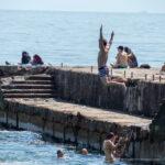 Подростки на море прыгают с пирса – Уличная татуировка (Street tattoo) № 04 – 12.06.2020 для tatufoto.com 1