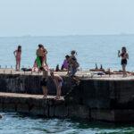 Подростки на море прыгают с пирса – Уличная татуировка (Street tattoo) № 04 – 12.06.2020 для tatufoto.com 3