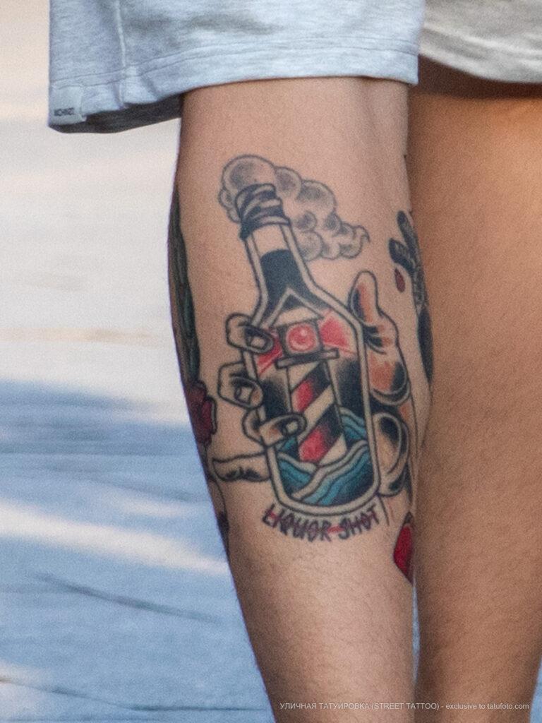 Татуировка маяк в бутылке на ноге парня – Уличная татуировка (street tattoo) № 06 – 18.06.2020 – tatufoto.com 2