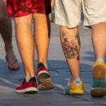 Татуировка маяк в бутылке на ноге парня – Уличная татуировка (street tattoo) № 06 – 18.06.2020 – tatufoto.com 6