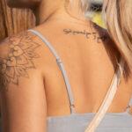 Тату мандала на плече и надпись на спине девушки – Уличная татуировка (Street tattoo) № 05 – 15.06.2020 для tatufoto.com 1