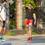 Тату надписи на ноге – пальма и крыло на руке у парня – Уличная татуировка (street tattoo) № 06 – 18.06.2020 – tatufoto.com 1