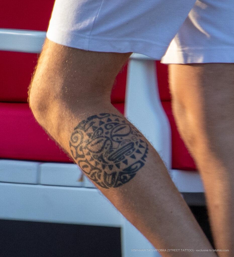 Тату солнце в тиле маори на ноге парня – Уличная татуировка (street tattoo) № 06 – 18.06.2020 – tatufoto.com 4