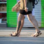 Тату с кошкой в кустах на ноге парня – Уличная татуировка (street tattoo) № 06 – 18.06.2020 – tatufoto.com 1