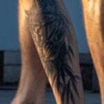Тату с кошкой в кустах на ноге парня – Уличная татуировка (street tattoo) № 06 – 18.06.2020 – tatufoto.com 5