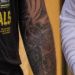 Тату с медведем и кино-пленкой на руках у парня – Уличная татуировка (Street tattoo) № 05 – 15.06.2020 для tatufoto.com 8