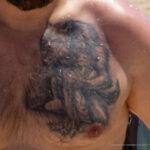 Тату с оборотнем на груди мужчины – Уличная татуировка (Street tattoo) № 04 – 12.06.2020 для tatufoto.com 2